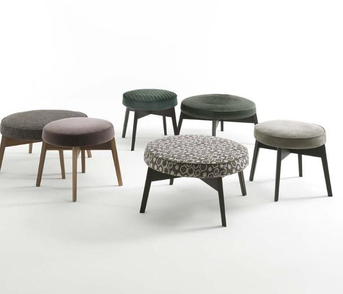 Entdecken Sie bei Conzept Beckord besondere Designmöbel! Hier finden Sie Frigerio Hocker: Cross