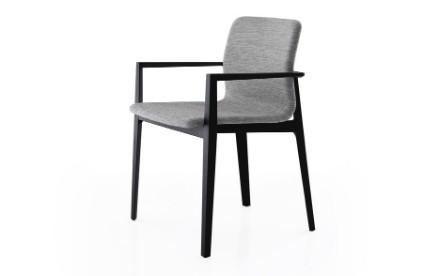 Entdecken Sie bei Conzept Beckord besondere Designmöbel! Hier finden Sie Porro Stühle: Garda